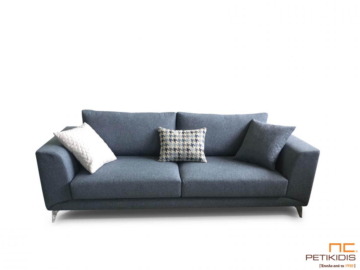Καναπές Molto με μεταλλικά πόδια και ύφασμα σε σκούρο γκρι τόνους αλέκιαστο και αδιάβροχο.