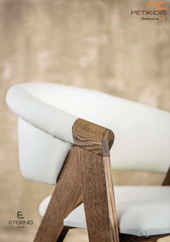Καρεκλοπολυθρόνα Feel.Κατασκευασμένη από ξύλο δρυς σε συνδυασμό με ύφασμα ή τεχνόδερμα σε λευκό ή μαύρο. Το κύριο χαρακτηριστικό είναι η άνεση και ο σχεδιασμός της. Λεπτομέρεια.