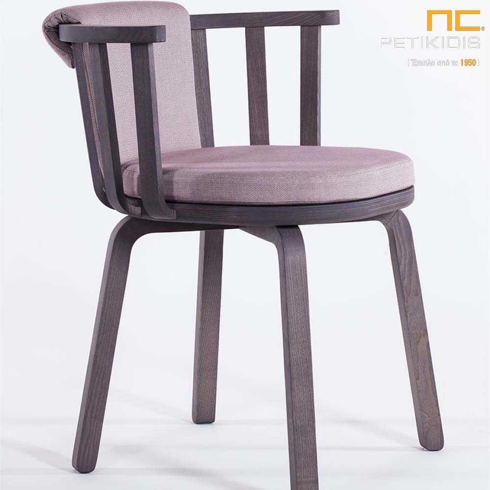Καρεκλοπολυθρόνα Gilda με ξύλινο μασίφ σκελετό.Το μαξιλάρι στο κάθισμα και την πλάτη είναι σε γκρι χρώμα για μεγαλύτερη άνεση.