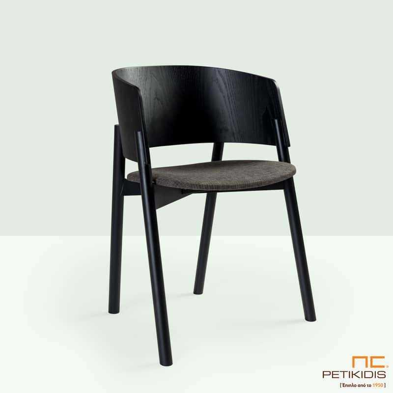 Καρεκλοπολυθρόνα Halla plus. Διαθέτει μασίφ ξύλινο σκελετό και μαξιλαράκι στο κάθισμα για μεγαλύτερη άνεση. Ο ιδιαίτερος σχεδιασμός στην πλάτη προσφέρει άνετο κάθισμα καθώς αγκαλιάζει το σώμα.