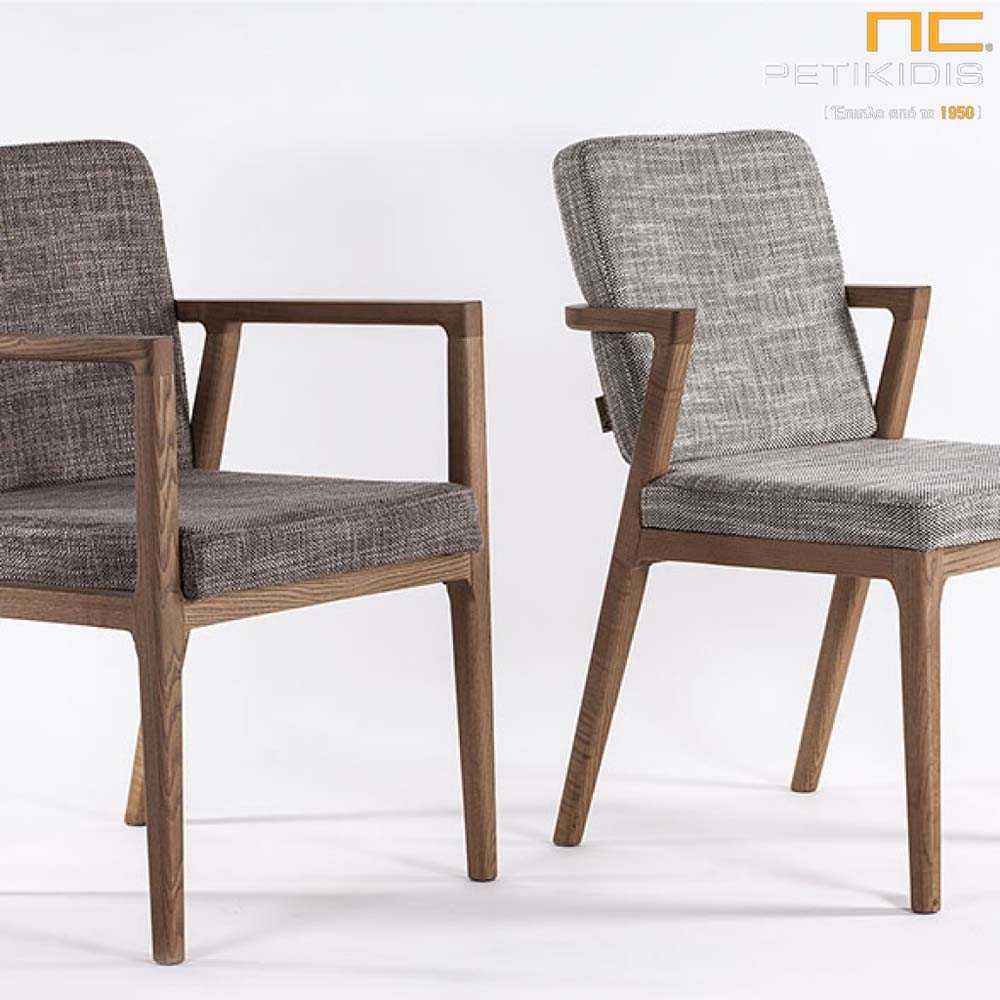 Καρέκλα Mossa και καρεκλοπολυθρόνα Morona με ξύλινο σκελετό μασίφ οξιά. Σε γκρι ύφασμα αδιάβροχο και αλέκιαστο.