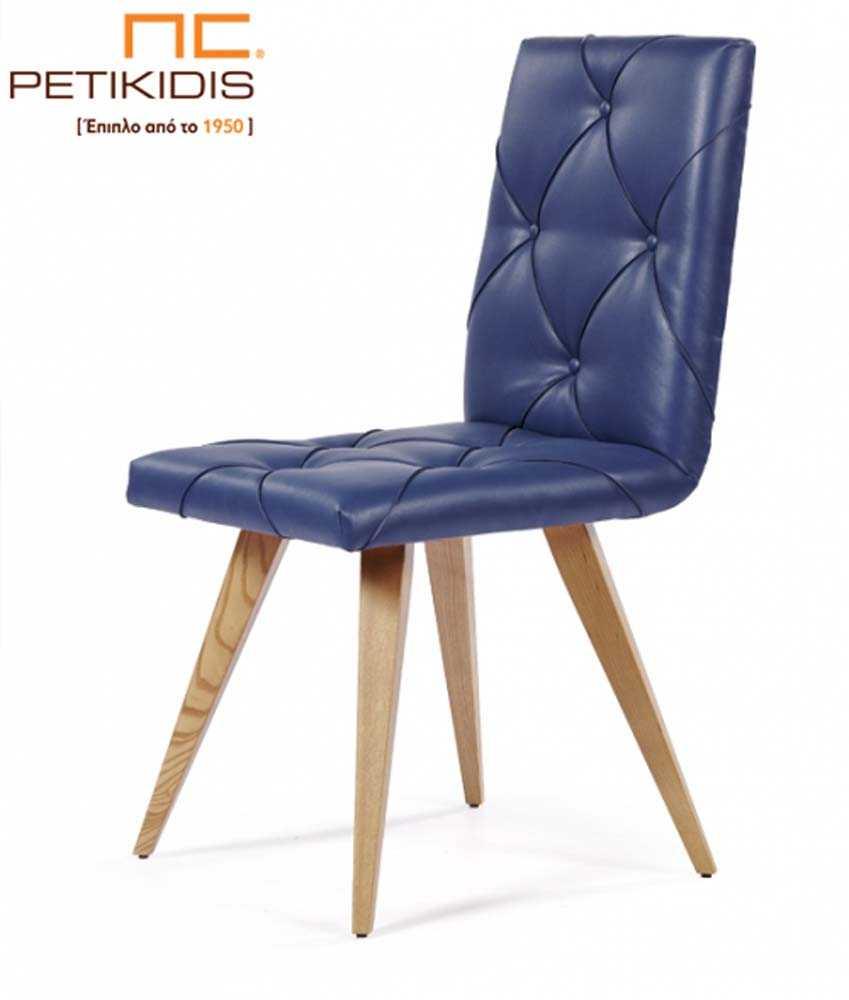 Καρέκλα Νο215 με πόδια από μασίφ ξύλο δρυς. Η πλάτη και το κάθισμα είναι καπιτονέ τεχνόδερμα σε μπλε απόχρωση.
