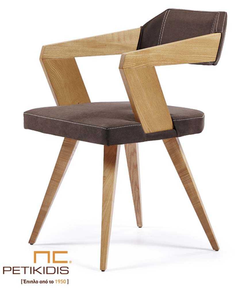 Καρεκλοπολυθρόνα Νο235 με πόδια από μασίφ ξύλο δρυς.Τα μπράτσα είναι με εμφανή ξύλο δρυς ενώ το κάθισμα και η πλάτη είναι με ύφασμα σε καφέ απόχρωση αδιάβροχο και αλέκιαστο.