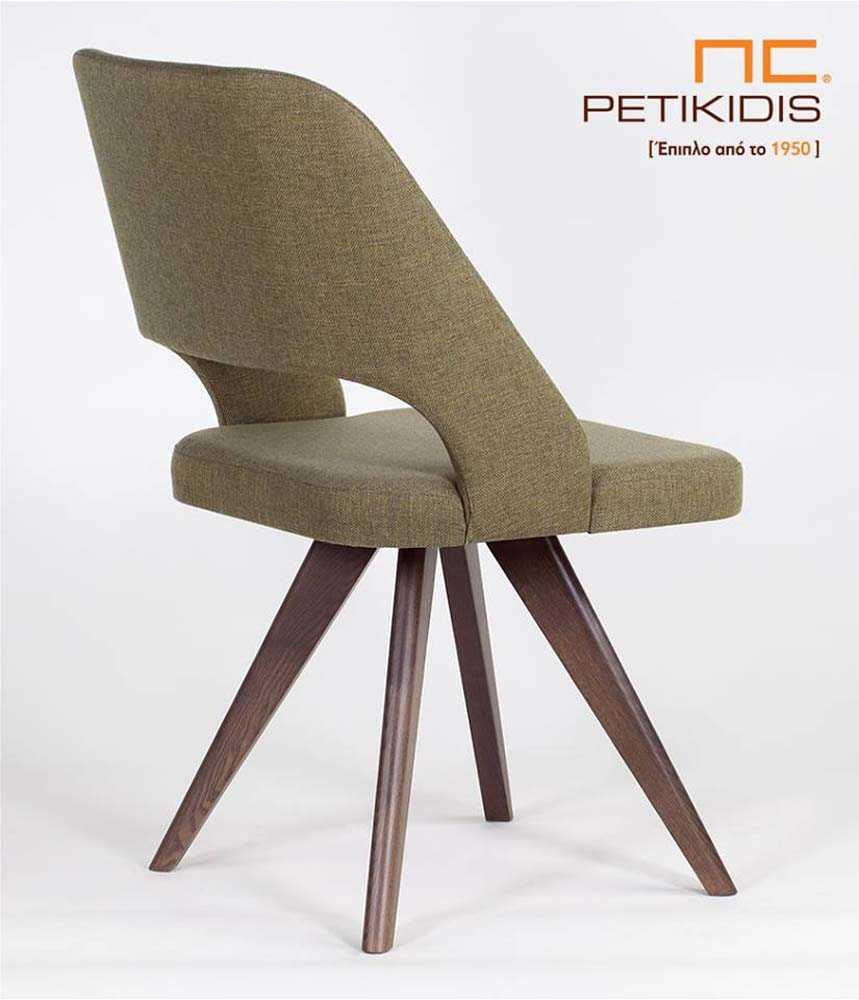 Καρέκλα Pollita με μασίφ ξύλινα πόδια. Η πλάτη και το κάθισμα είναι με ύφασμα για μεγαλύτερη άνεση σε πράσινους τόνους αλέκιαστο και αδιάβροχο. Λεπτομέρεια πλάτης.