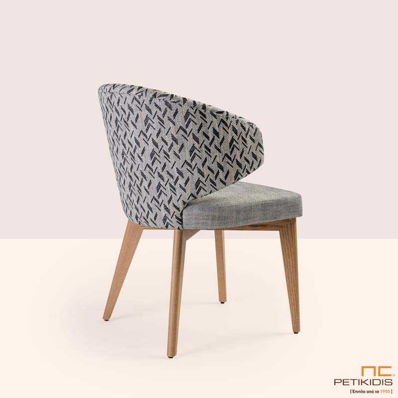 Καρέκλα Sanita σε ξύλο μασίφ οξιά και συνδυασμό δύο διαφορετικών υφασμάτων. .Λεπτομέρεια πλάτης.