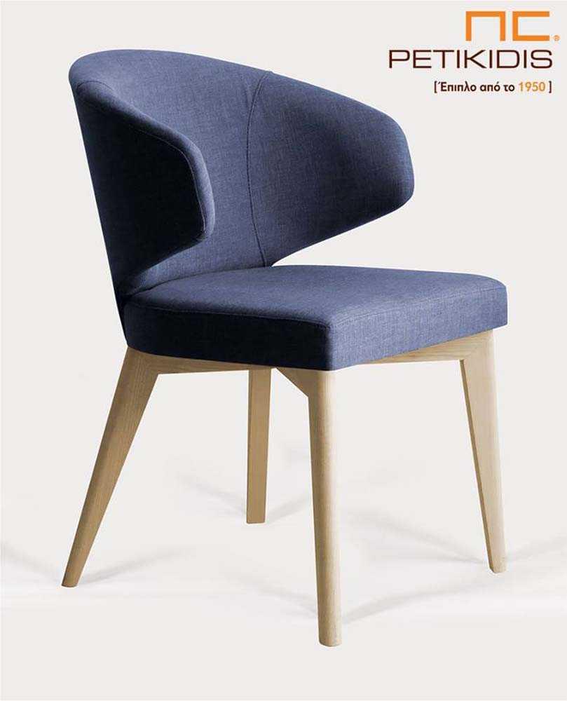 Καρέκλα Sanita με ξύλο οξιά μασίφ. Ιδιαίτερο σχέδιο στο πλάι της πλάτης και έντονο μπλε χρώμα στο ύφασμα.