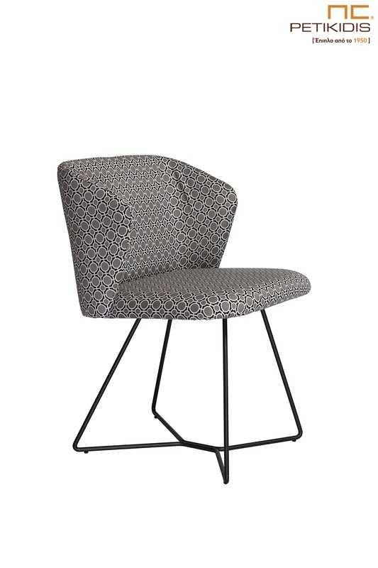 Καρέκλα Vendome με μεταλλική βάση με ηλεκτροστατική βαφή σε μαύρο χρώμα και ύφασμα με γεωμετρικά σχέδια σε γκρι τόνους.