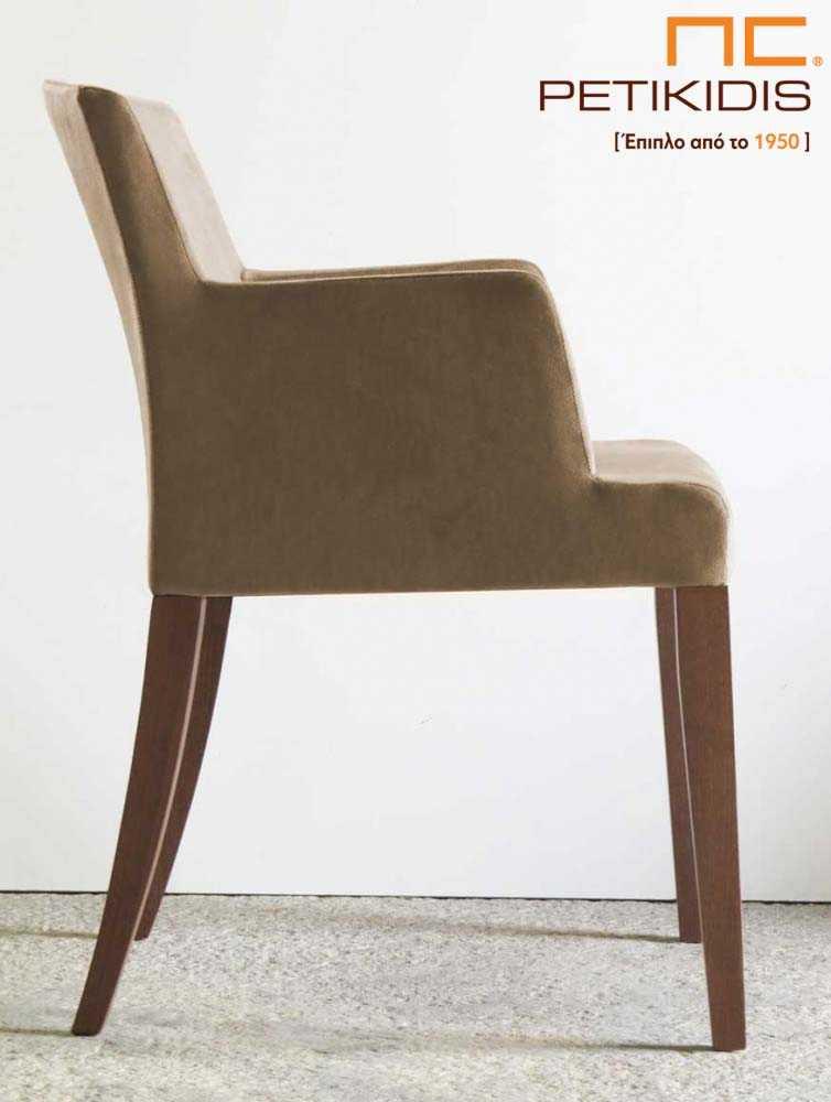 Καρεκλοπολυθρόνα C4 με πόδια σε μασίφ ξύλο δρυς και ύφασμα μπεζ αδιάβροχο και αλέκιαστο. Λεπτομέρεια.