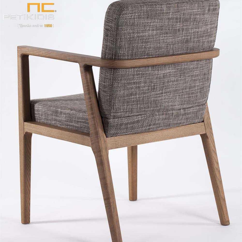 Καρεκλοπολυθρόνα Morona σε ξύλο μασίφ οξιά. Το ύφασμα είναι σε γκρι τόνους αδιάβροχο και αλέκιαστο.