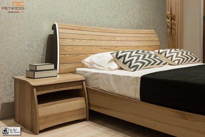 Κρεβατοκάμαρα Δανάη της join σε ξύλο ελιάς με διακοσμητικό φωτισμό στο κεφαλάρι του κρεβατιού. Λεπτομέρεια κομοδίνου.