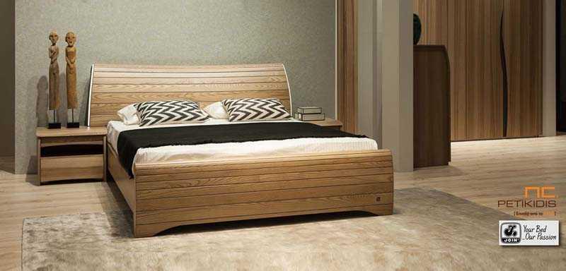 Κρεβατοκάμαρα Δανάη της join σε ξύλο ελιάς με διακοσμητικό φωτισμό στο κεφαλάρι του κρεβατιού.