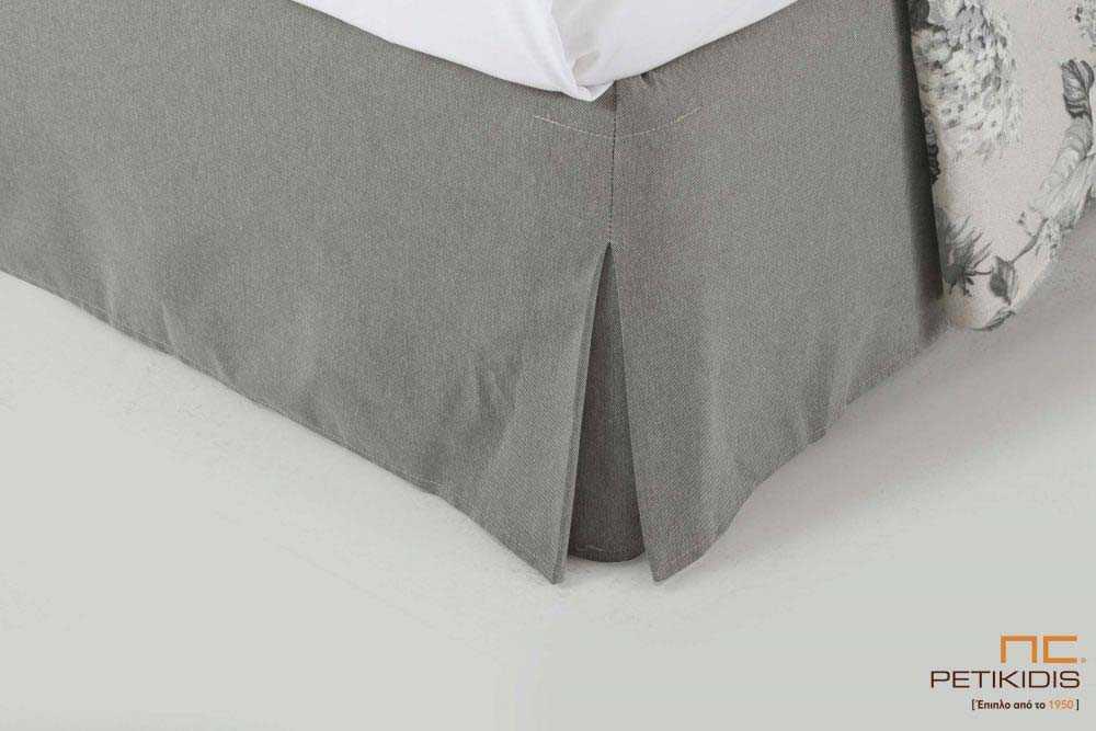 Υφασμάτινο κρεβάτι Anais της Linea Strom σε γκρι ύφασμα μονόχρωμο αλέκιαστο και αδιάβροχο. Το ύφασμα αφαιρείται από την βάση και το κεφαλάρι για εύκολο καθάρισμα. Λεπτομέρεια ποδιάς.