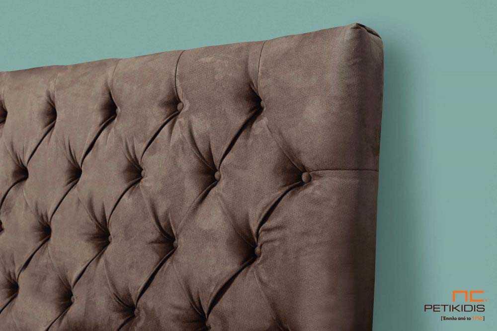 Υφασμάτινο κρεβάτι Chester της Linea Strom σε καφέ μονόχρωμο ύφασμα..Το ύφασμα είναι αποσπώμενο από το καπιτονέ κεφαλάρι και από την βάση. Λεπτομέρεια κεφαλαριού.