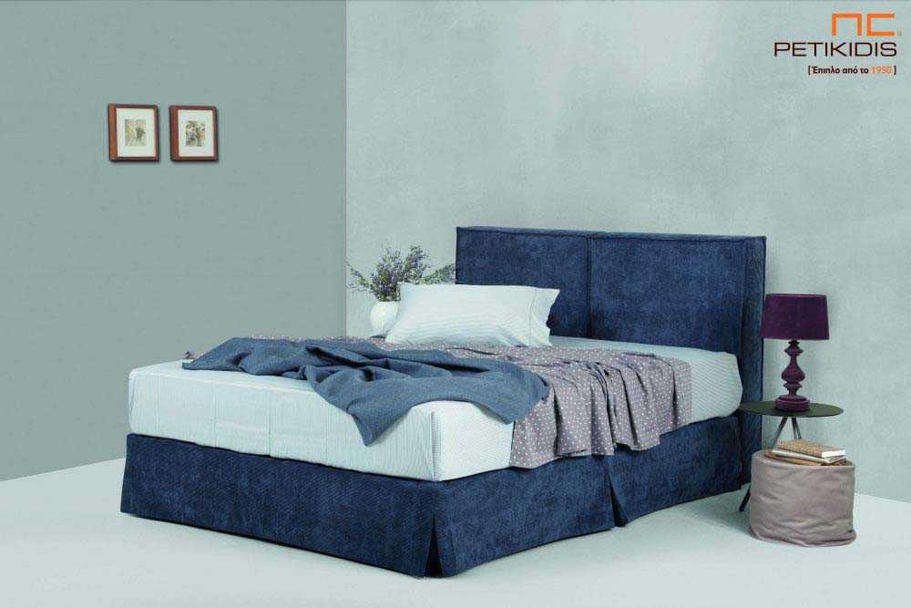 Υφασμάτινο κρεβάτι Cozy της Linea Strom σε μπλε ύφασμα μονόχρωμο.Το ύφασμα αφαιρείται από βάση και κεφαλάρι για εύκολο καθάρισμα.