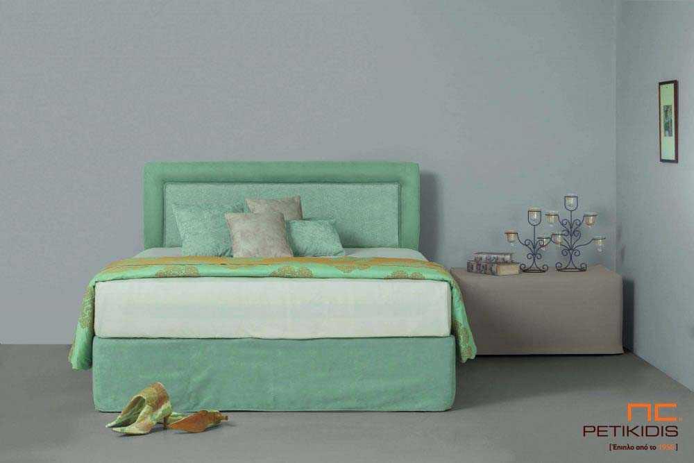 Υφασμάτινο κρεβάτι Ermina της Linea Strom σε ανοιχτό πράσινο μονόχρωμο ύφασμα.