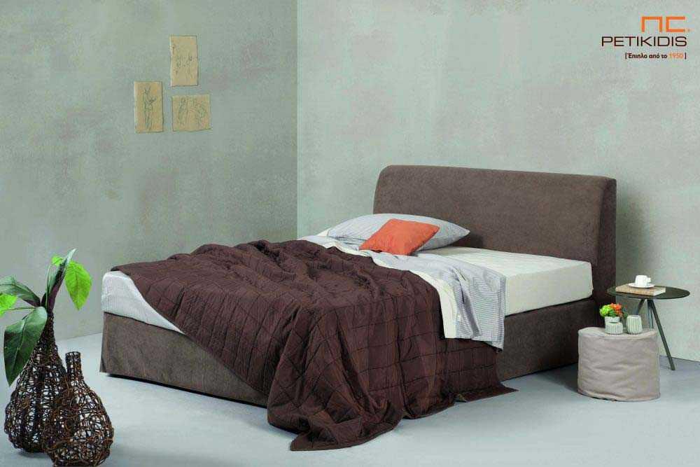 Υφασμάτινο κρεβάτι Fiona της Linea Strom σε καφε ύφασμα μονόχρωμο αλέκιαστο και αδιάβροχο.Το ύφασμα αφαιρείται από βάση και κεφαλάρι για εύκολο καθάρισμα.