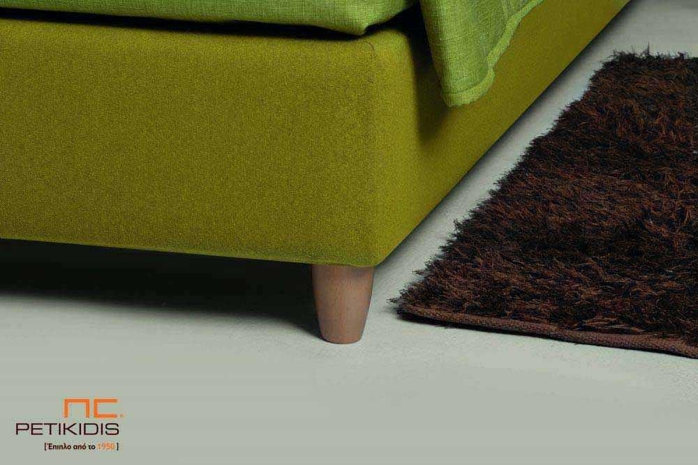 Υφασμάτινο κρεβάτι Frida της Linea Strom σε πράσινο ύφασμα μονόχρωμο αλέκιαστο και αδιάβροχο και γεωματρικά σχέδια στις μαξιλάρες του κεφαλαριού. Το ύφασμα αφαιρείται από την βάση και το κεφαλάρι για εύκολο καθάρισμα. Λεπτομέρεια βάσης.