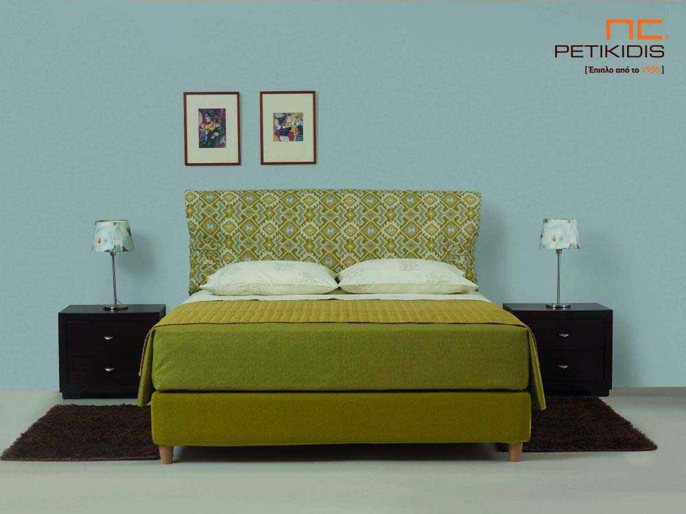 Υφασμάτινο κρεβάτι Frida της Linea Strom σε πράσινο ύφασμα μονόχρωμο αλέκιαστο και αδιάβροχο και γεωματρικά σχέδια στις μαξιλάρες του κεφαλαριού. Το ύφασμα αφαιρείται από την βάση και το κεφαλάρι για εύκολο καθάρισμα.