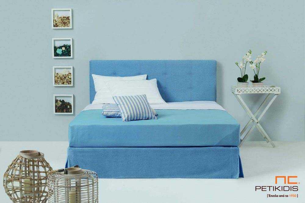 Υφασμάτινο κρεβάτι Interno της Linea Strom σε γαλάζιο ύφασμα μονόχρωμο αλέκιαστο και αδιάβροχο.Το ύφασμα αφαιρείται από βάση και κεφαλάρι για εύκολο καθάρισμα.