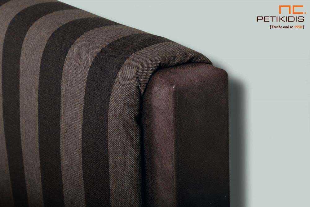 Υφασμάτινο κρεβάτι Mandi της Linea Strom σε καφέ ύφασμα μονόχρωμο αλέκιαστο και αδιάβροχο στη βάση και ρίγα στο κεφαλάρι. Το ύφασμα αφαιρείται από την βάση και το κεφαλάρι για εύκολο καθάρισμα. Λεπτομέρεια μαξιλάρας.
