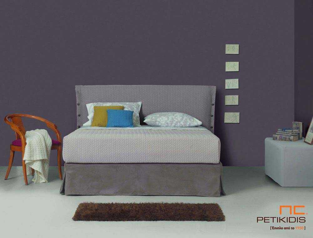 Υφασμάτινο κρεβάτι Sarina της Linea Strom σε μονόχρωμο καπιτονέ γκρι ύφασμα.Το ύφασμα είναι αποσπώμενο και από τη βάση και από το κεφαλάρι για εύκολο καθάρισμα.