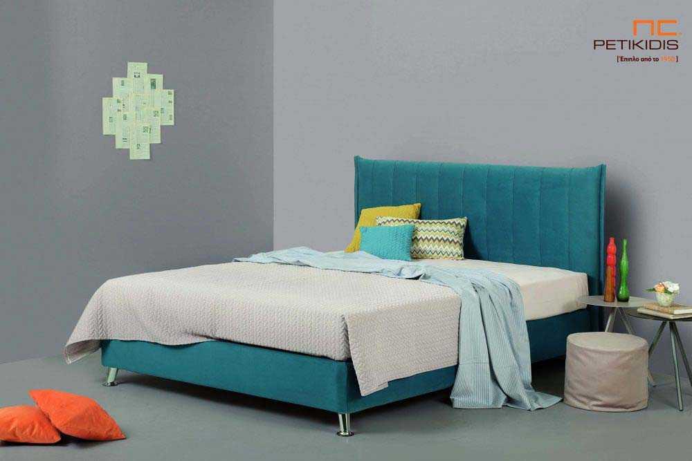 Υφασμάτινο κρεβάτι Tierra της Linea Strom σε ύφασμα μονόχρωμο αλέκιαστο και αδιάβροχο. Το κεφαλάρι έχει ελαφρύ καπιτονέ σχέδιοκαι το ύφασμα αφαιρείται από την βάση και το κεφαλάρι για εύκολο καθάρισμα .