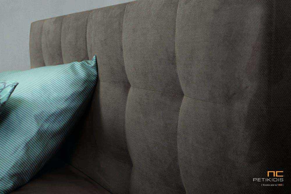 Υφασμάτινο κρεβάτι Vittoria της Linea Strom σε μονόχρωμο αλέκιαστο και αδιάβροχο ύφασμα.Το ύφασμα είναι αποσπώμενο και από τη βάση και από το κεφαλάρι. . Λεπτομέρεια καπιτονέ κεφαλαριού.
