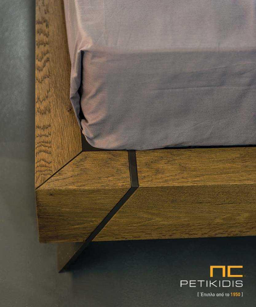 Κρεβατοκάμαρα Joy από ξύλο δρυς ρουστίκ με λεπτομέρεια τεχνοδέρματος στο κεφαλάρι και διακοσμητική λάκα.Λεπτομέρεια ποδαρικού.