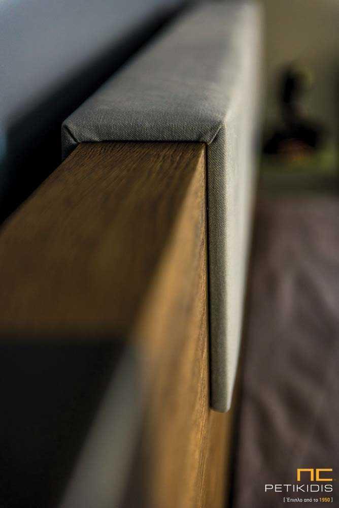 Κρεβατοκάμαρα Joy από ξύλο δρυς ρουστίκ με λεπτομέρεια τεχνοδέρματος στο κεφαλάρι και διακοσμητική λάκα.Λεπτομέρεια κεφαλαριού.