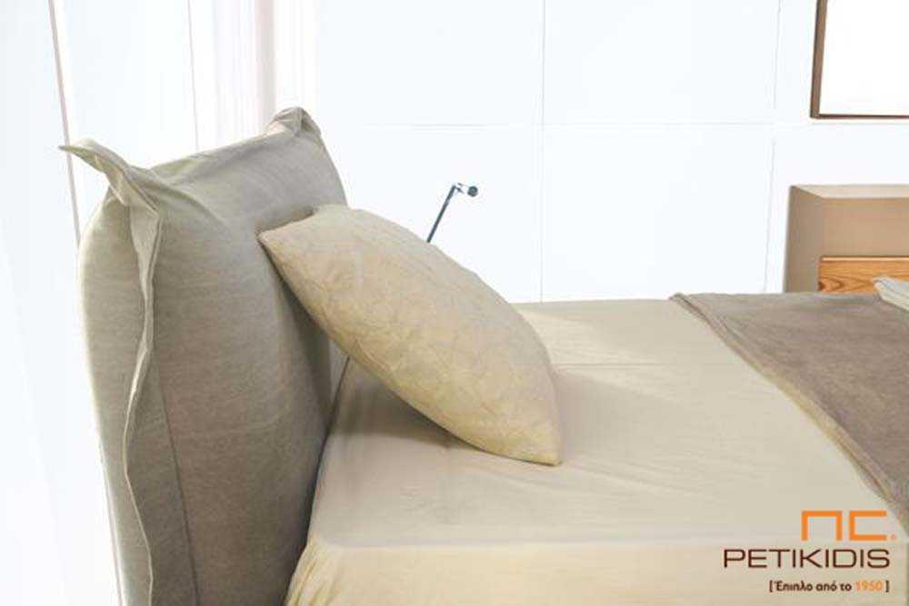 Κρεβατοκάμαρα solid σε μασίφ ξύλο δρυς και υφασμάτινο κεφαλάρι. Λεπτομέρεια κεφαλαριού.