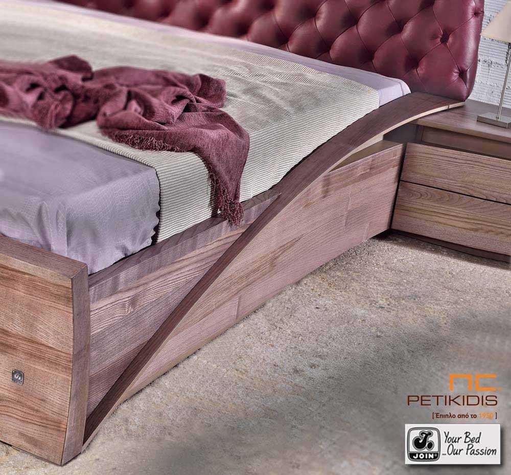 Κρεβατοκάμαρα Ιοκάστη της join με καπιτονέ δερμάτινο κεφαλάρι. Είναι κατασκευασμένο από ξύλο ελιάς.Λεπτομέρεια τραβέρσας.