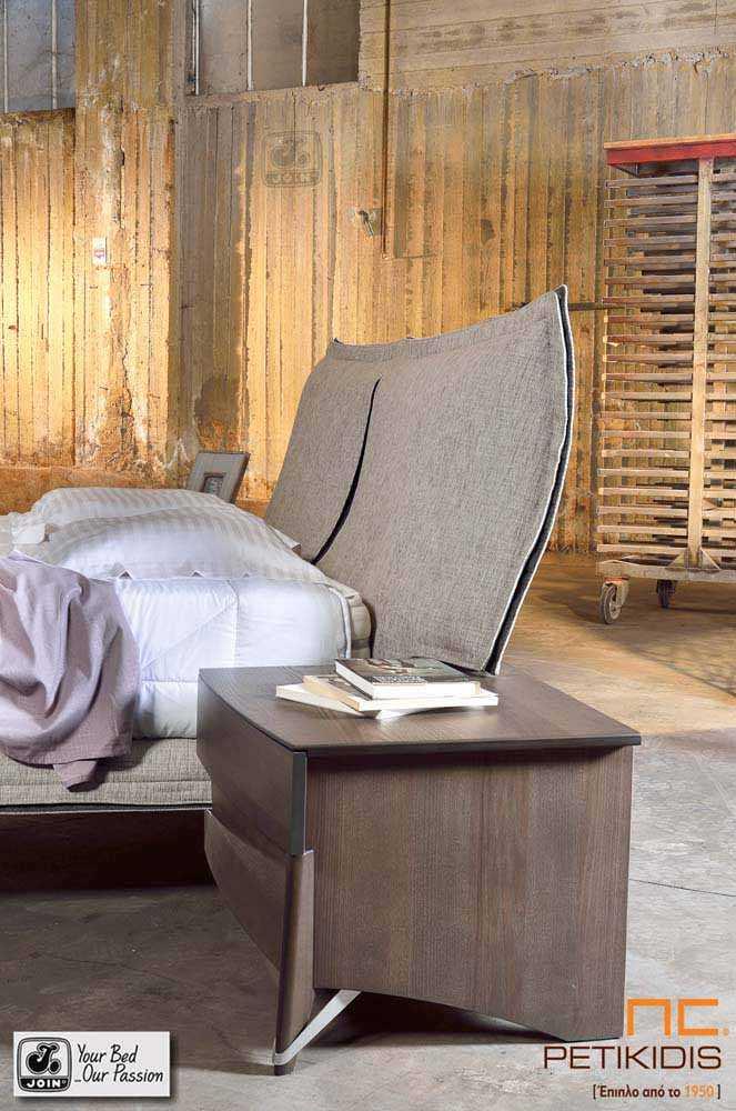 Κρεβατοκάμαρα Διώνη της join. Είναι κατασκευασμένη από ξύλο ελιάς και διαθέτει αποσπώμενο ύφασμα. Λεπτομέρεια κεφαλαριού.
