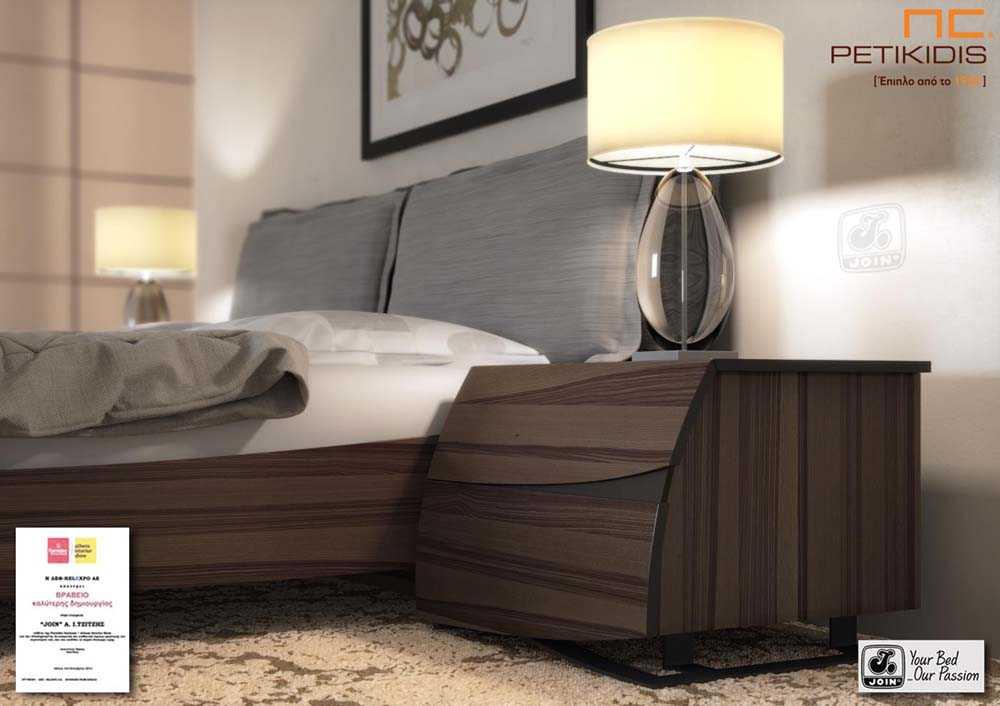 Κρεβατοκάμαρα Άλκηστις Pillow της join με αποσπώμενα μαξιλάρια στο κεφαλάρι. Είναι από ξύλο ελιάς και στη βάση διαθέτει ιδιαίτερο μεταλλικό πόδι. Λεπτομέρεια κομοδίνου.