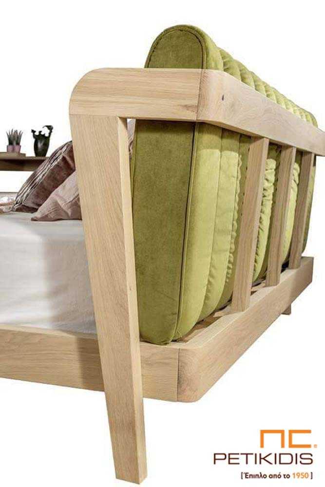 Κρεβατοκάμαρα Hug από ξύλο δρυς. Διαθέτει υφασμα΄τινο καπιτονέ μαξιλάρι στο κεφαλάρι με ύφασμα βελούδο αλέκιαστο και αδιάβροχο. Λεπτομέρεια κεφαλαριού 1