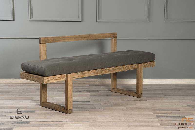 Πάγκος Joy με σκελετό από ξύλο δρυς ρουστίκ και με μεγάλο μαξιλάρι στο κάθισμα σε γκρι λαδί χρώμα, που προσφέρει extra άνεση και ύφασμα αλέκιαστο και αδιάβροχο..