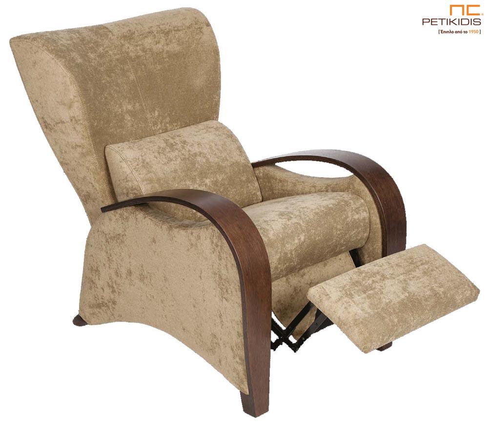 Πολυθρεόνα Ρόδος με ξύλινα μπράτσα και ύφασμα σε καφέ αποχρώσεις αλέκιαστο και αδιάβροχο.Διαθέτει χειροκίνητο ή ηλεκτρικό μηχανισμό relax για μεγαλύτερη ανάπαυση.Λεπτομέρεια.