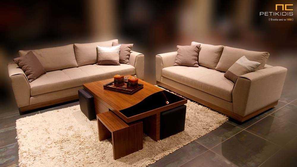 Σαλόνι Ferrero σε διθέσιο και τριθέσιο καναπέ με ξύλινη βάση και μονόχρωμο μπεζ ύφασμα αλέκιαστο και αδιάβροχο.