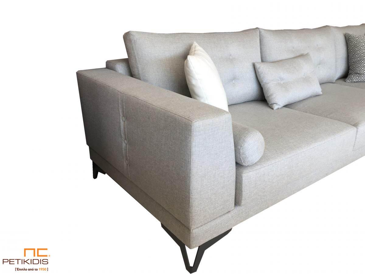 Σαλόνι γωνία Electra με μεταλλικά πόδια και καπιτονέ μαξιλάρια πλάτης. Λεπτομέρεια.