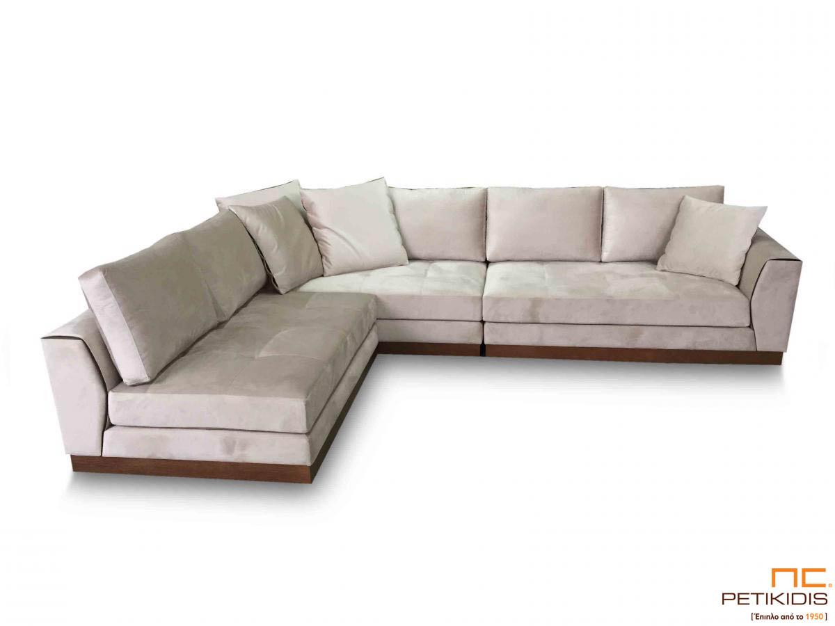 Σαλόνι γωνία Ferrero με ξύλινη βάση και καπιτονέ μαξιλάρι καθίσματος.Διαθέτει τη δυνατότητα αντιστροφής της γωνίας ανάλογα τις απαιτήσεις του χώρου.Το ύφασμα είναι σε εκρου τόνους αλέκιαστο και αδιάβροχο.