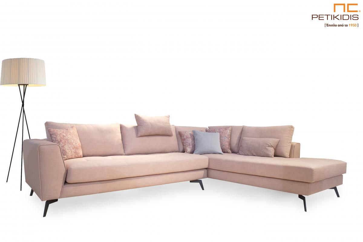 Σαλόνι γωνία Flamingo με μεταλλικά πόδια και εκρου αλέκιαστο και αδιάβροχο ύφασμα.Διαθέτει επιπλέον αποσπώμενο μαξιλάρι για μεγαλύτερη ανάπαυση.