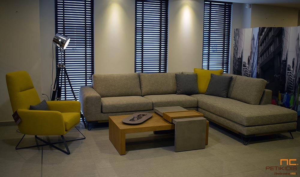 Σαλόνι γωνία Mirage με βάση από ξύλο ρουστίκ και μεταλλικά πόδια με ύφασμα σε γκρι μπεζ αποχρώσεις με σχέδιο στην πλέξη ΄ψαροκόκαλου'.Πολυθρόνα SWING σε μουσταρδί χρώμα με μεταλλικά πόδια.