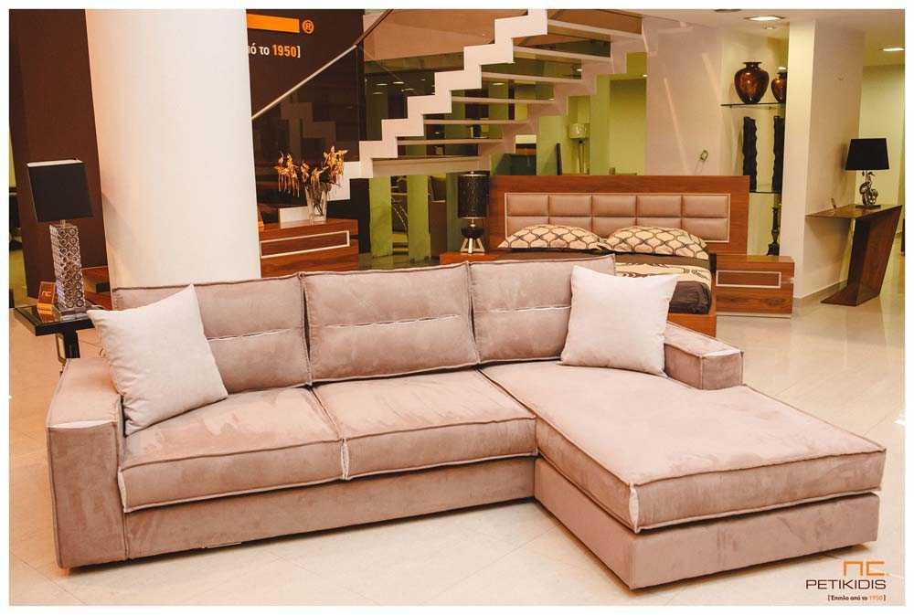 Σαλόνι γωνία Νο118 σε καφέ αποχρώσεις με αλέκιαστο και αδιάβροχο ύφασμα. Διαθέτει δυνατότητα αλλαγής της φοράς της γωνίας στο χώρο ανάλογα τις ανάγκες.