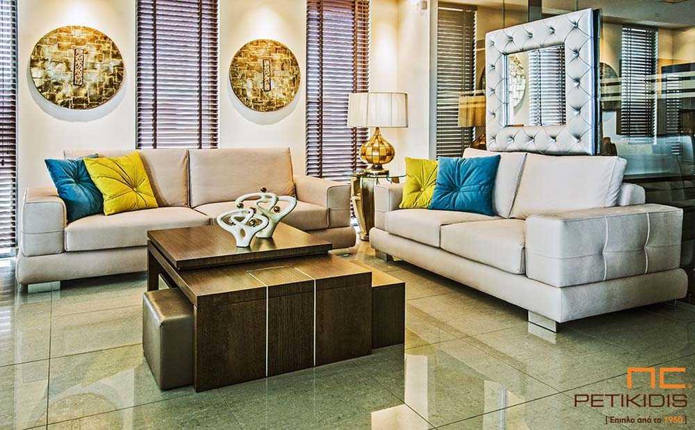 Σαλόνι Loveseat σε διθέσιο και τριθέσιο καναπέ με μεταλλικό πόδι και εκρού ύφασμα αλέκιαστο και αδιάβροχο.