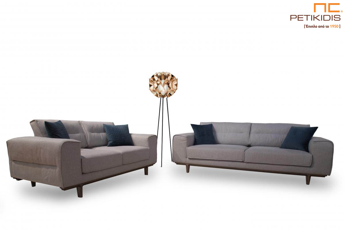 Σαλόνι Ergo σε συνδυασμό διθέσιου και τριθέσιου καναπέ με ξύλινη βάση και ύφασμα σε γκρι τόνους αλέκιαστο και αδιάβροχο.
