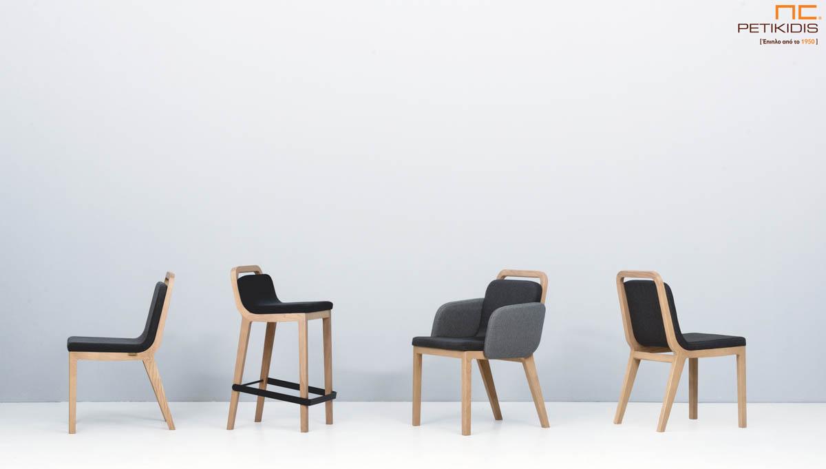 Σκαμπό ,καρέκλα και καρεκλοπολυθρόνα Irida. Κατασκευάζονται από μασίφ ξύλο και ύφασμα σε τόνους του γκρι αδιάβροχο και αλέκιαστο.
