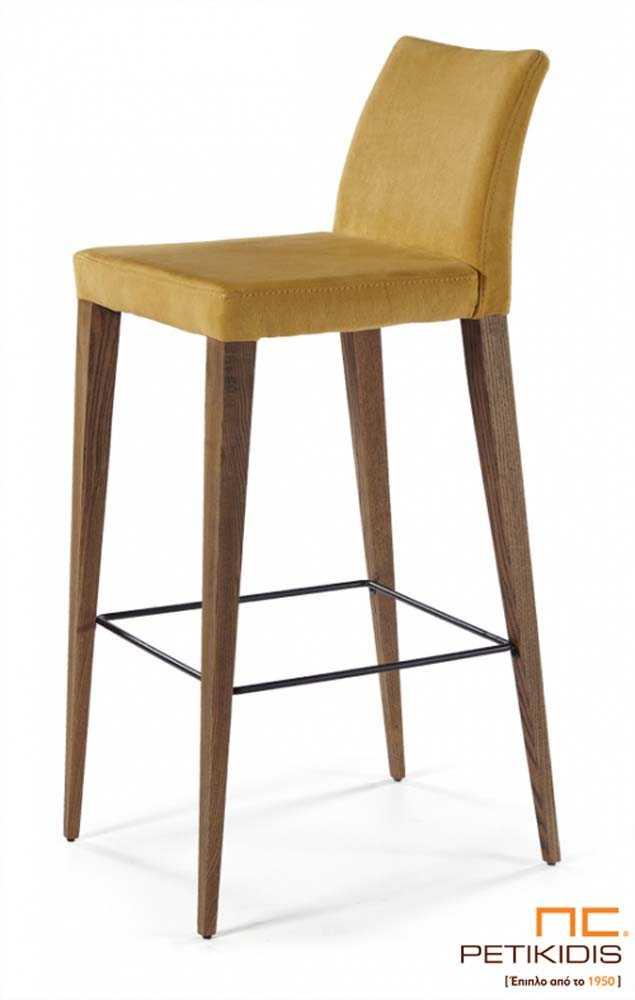 Σκαμπό Νο160 με βάση από μασίφ δρυς ξύλο και με μεταλλικό στήριγμα για τα πόδια. Το κάθισμα και η πλάτη είναι από ύφασμα αδιάβροχο και αλέκιαστο σε κίτρινο χρώμα.