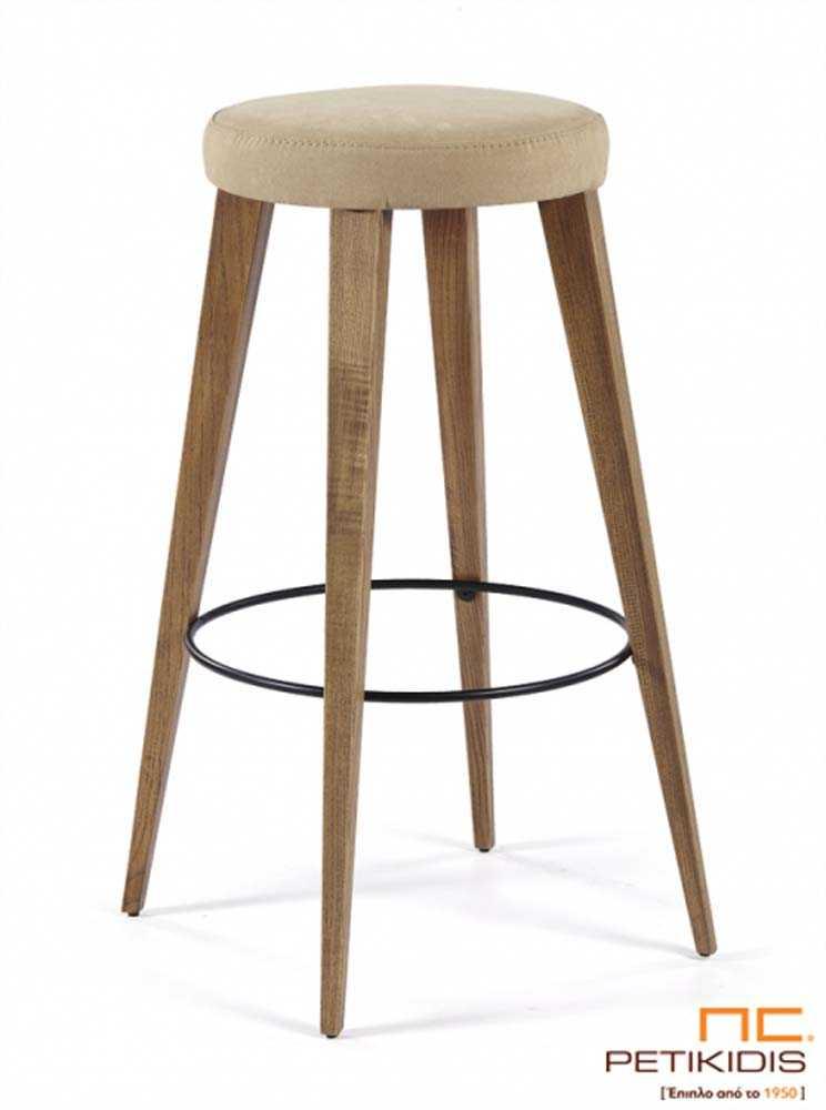 Σκαμπό No 195.Με πόδια από μασίφ δρυς χωρίς πλάτη.Το κάθισμα είναι με ύφασμα σε εκρού χρώμα αδιάβροχο και αλέκιαστο.