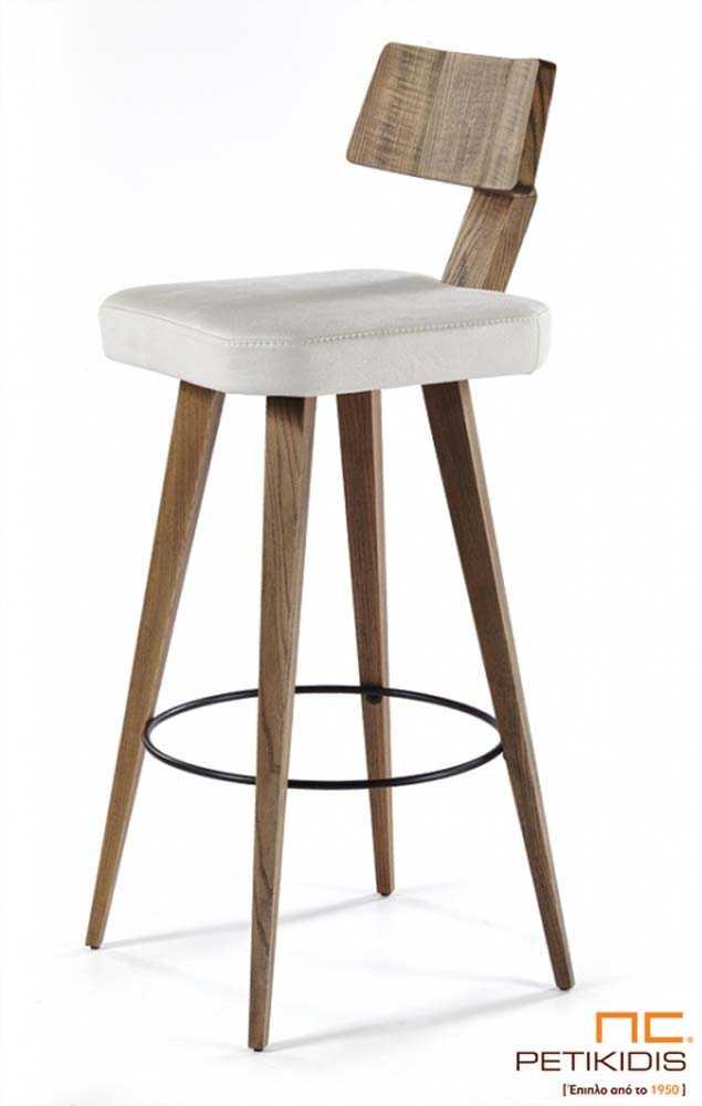 Σκαμπό Νο197 με βάση από μασίφ ξύλο δρυς και ξύλινη πλάτη.Το κάθισμα αποτελείται από εκρού ύφασμα αλέκιαστο και αδιάβροχο.