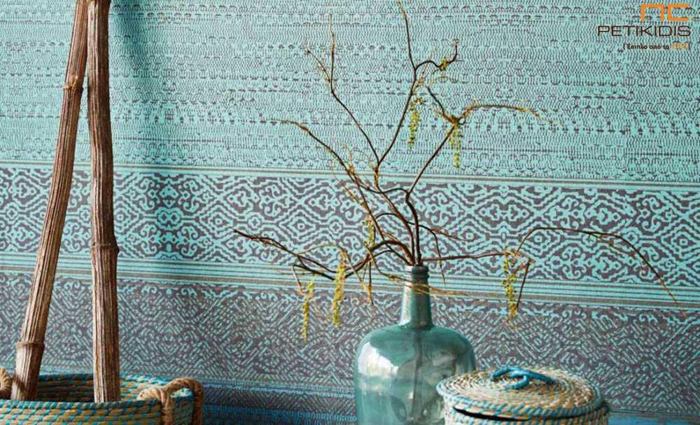 Ταπετσαρία τοίχου πάνελ Siroc No376090 της eijffinger σε βεραμάν και καφέ χρωματισμούς σε έθνικ στυλ.