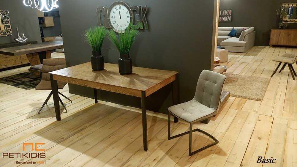 Τραπέζι Basic σε ξύλο δρυς ρουστίκ με λάκα στα πόδια. Έχει τη δυνατότητα προέκτασης.